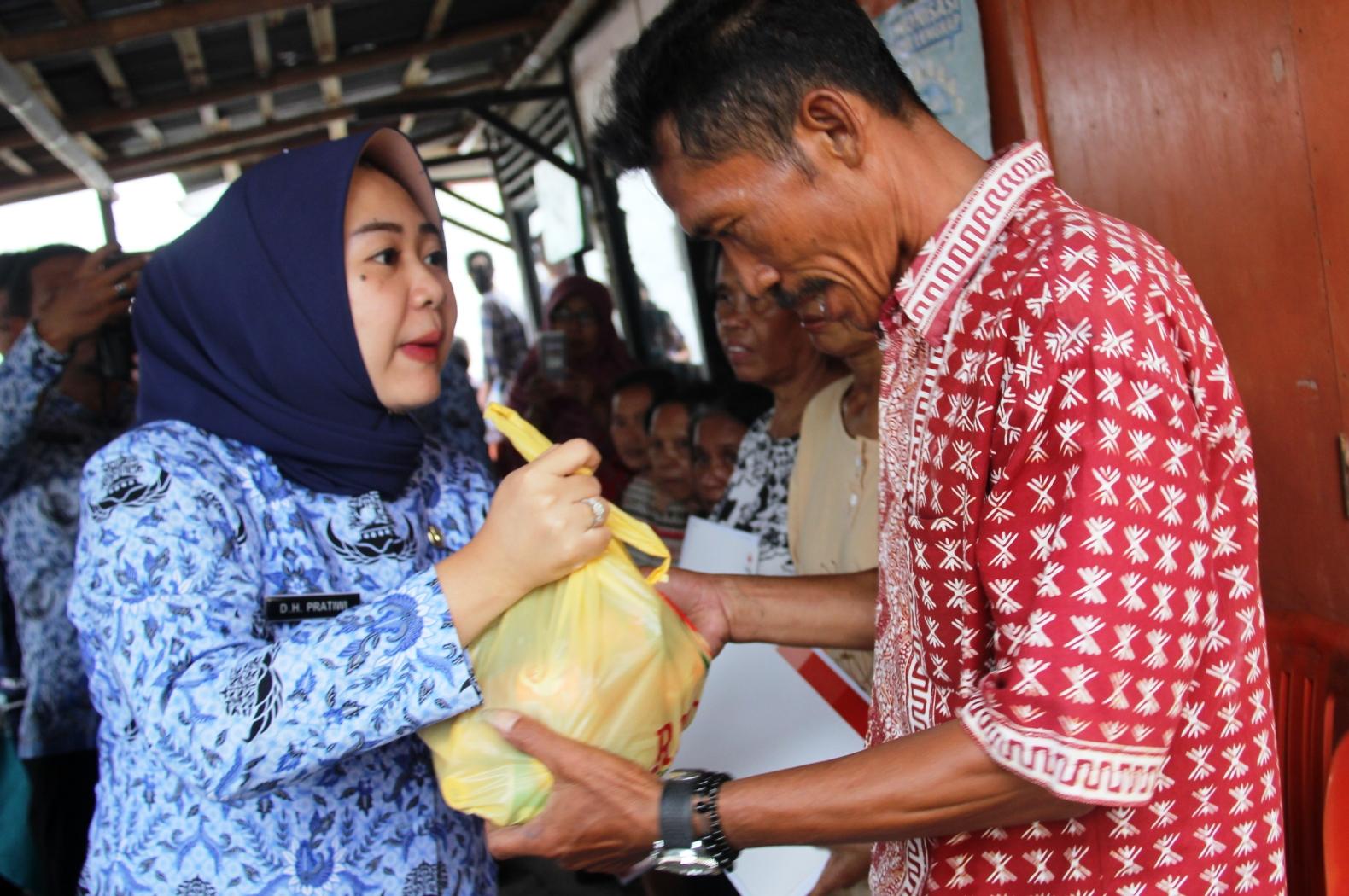 Plt. Bupati Tiwi Kunjungi Korban Kebakaran Kandanggampang
